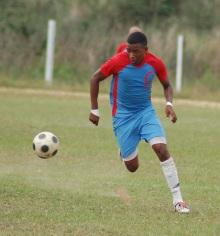 """Sander """"Keko"""" Fernández  fue el que más cerca estuvo del gol en el partido."""